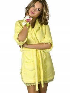 Короткий домашний женский халат из хлопка желтый