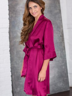 Шелковый женский домашний халат вишневого оттенка