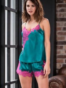 Шелковая женская пижама с шортами цвета изумруд с кружевом