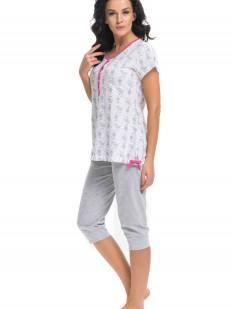 Хлопковая женская пижама с бриджами и белой футболкой