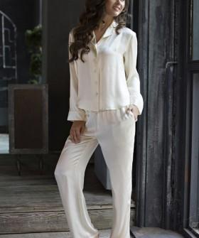 Женская шелковая пижама с брюками и рубашкой в цвете шампань