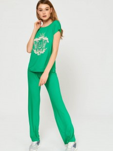Зеленая женская пижама с брюками и принтованной футболкой из вискозы