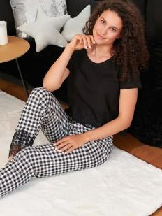 Женская хлопковая пижама с брюками в клетку и кружевной отделкой