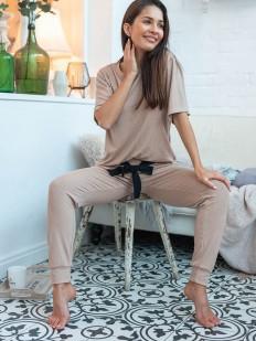 Домашний женский костюм бежевого цвета: свободная футболка и брюки в рубчик