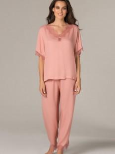 Легкая женская пижама с брюками и свободной футболкой из вискозы