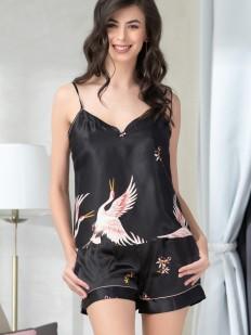 Черная атласная летняя женская пижама с шортами и принтом журавль