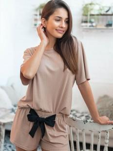 Трикотажный женский комплект для дома: свободная футболка и шорты бежевого цвета