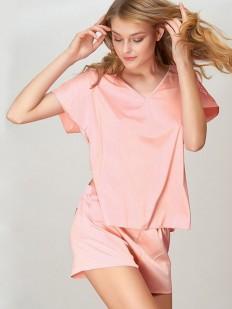 Атласная пудровая женская пижама с шортами и футболкой
