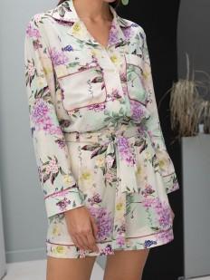 Атласный пижамный комбинезон с шортиками и цветочным принтом