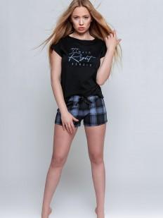 Хлопковая женская пижама с шортами в клетку и черной футболкой