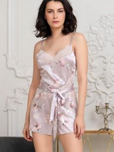 Шелковый женский комбинезон с шортами и нежным цветочным принтом