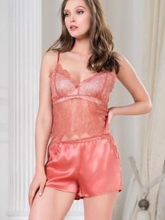 Шелковая женская пижама: шорты и кружевной топ с халатиком в цвете коралл