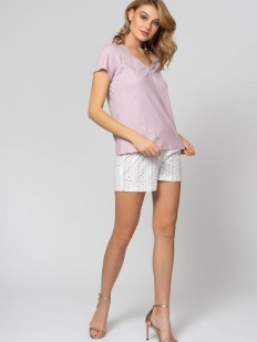 Летняя женская пижама с цветочными шортами и розовой футболкой