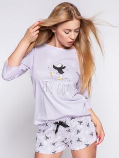 Сиреневая хлопковая женская пижама с шортами и принтом пингвин на снежинках