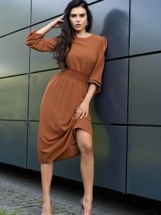 Элегантное платье цвета корицы с длинным рукавом