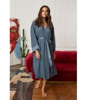 Синий длинный женский халат из легкой вискозы с широким рукавом