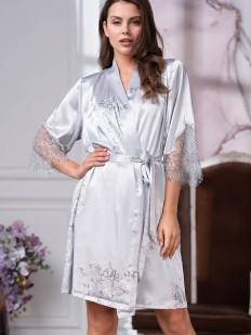 Серебристый женский халат из шелка с кружевной отделкой