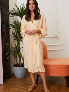 Кремовый женский халат из рельефной поливискозы