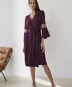 Женский халат из вискозы в цвете бордо с кружевным декором