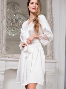 Шелковый белый женский запашной халат на лето с кружевным рукавом