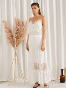 Длинная летняя юбка белого цвета с кружевной вставкой