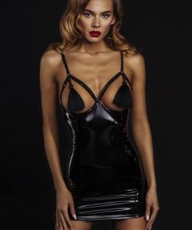Короткое черное лакированное платье с кисточками на груди