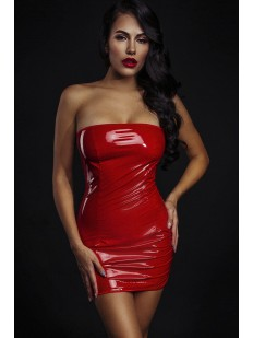 Короткое красное лакированное платье с открытыми плечами