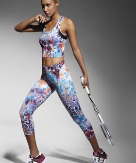 Спортивные легинсы капри для фитнеса с цветным принтом