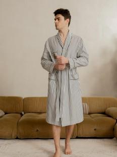 Хлопковый мужской халат в полоску с накладными карманами