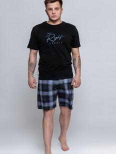 Хлопковая мужская пижама с шортами в клетку и черной футболкой