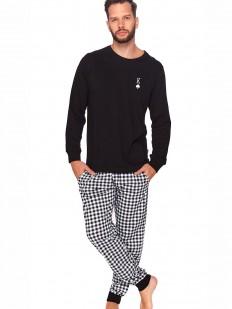 Мужская пижама с брюками в клетку и черной кофтой лонгслив