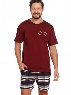 Хлопковая мужская пижама: бордовая футболка и клетчатые шорты