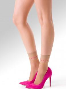 Телесные капроновые носочки с оригинальным рисунком в цветной горошек
