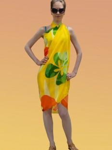 Желтое пляжное парео с ярким цветочным принтом