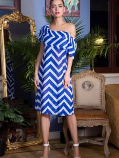 Синее пляжное платье в полоску с воланом по плечам