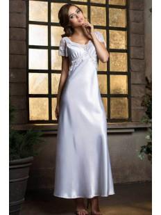 Длинная свадебная атласная сорочка белоснежного цвета