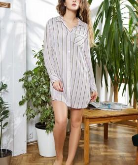 Женская ночная рубашка из вискозы в полоску с длинным рукавом сиреневая