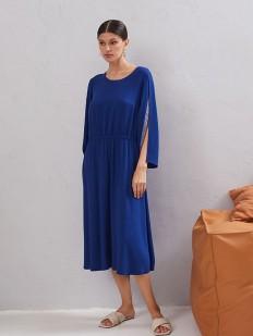 Синее платье миди свободного кроя с оригинальным рукавом