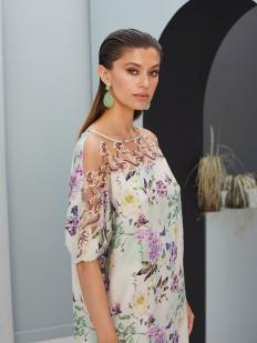 Летнее цветочное платье с открытыми плечами