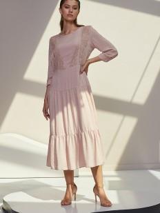 Пастельное платье с длинным рукавом и ажурными элементами