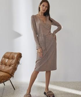Женское домашнее платье миди бронзового цвета с блестящим люрексом