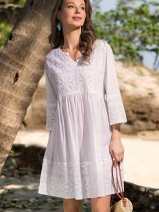 Короткая белая пляжная туника из хлопка с цветочной вышивкой
