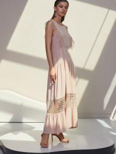 Длинное бежевое платье с кружевным декором
