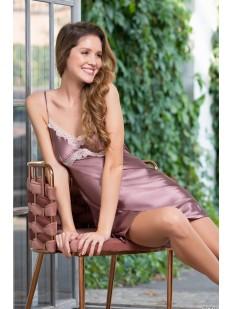Короткая атласная розовая сорочка с кружевной отделкой лифа