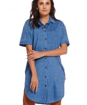 Женская джинсовая рубашка свободного кроя с карманами