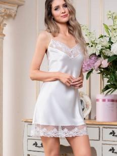 Короткая белоснежная свадебная сорочка с кружевным декором