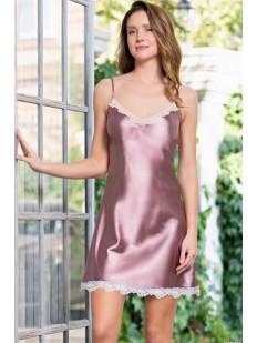Атласная розовая ночная сорочка с кружевной отделкой