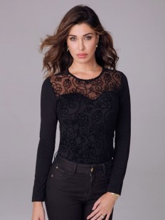 Элегантная женская блузка с тюлевым декольте и цветочной вышивкой