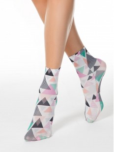 Женские носки с геометрическим рисунком в виде цветных треугольников