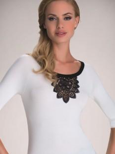 Женская блузка с рукавами 3/4 и отделкой тесьмой